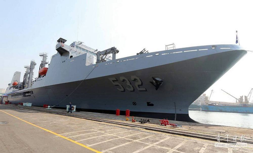 Taiwan Navy's New Fast Combat Support Ship Enters Service (1/2)