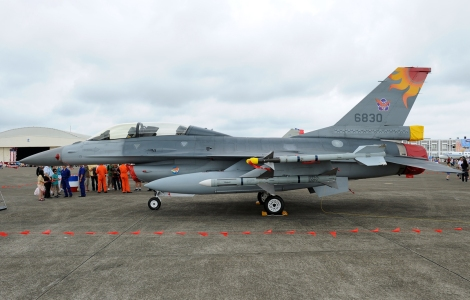 ROCAF F-16B Fighting Falcon. Image Credit: CC by Toshiro Aoki (www.jp-spotters.com)/Wikimedia Commons.