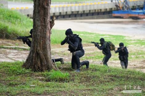 Members of  Amphibious Reconnaissance and Patrol Unit aka Frogmen, Taiwan's equivalent of US Navy SEALS, during Han Kuang 31 exercise (漢光31號演習). Image Credit: CC by 青年日報 Youth Daily News/Flickr,