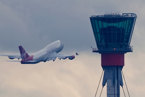 Air traffic control tower at London-Heathrow airport. Image Credit: Wikimedia Commons.